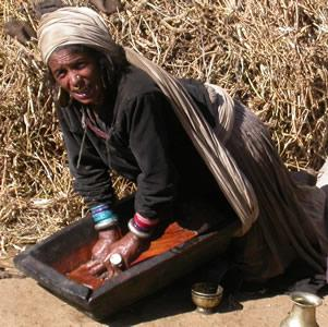 woman_extracting_oil